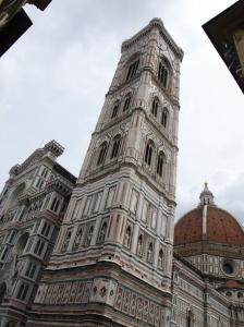 Le Campanile et derrière, le Duomo