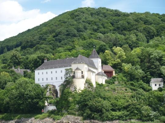 Le château où l'impératrice, enfant, observait les bateaux du haut de son balcon.