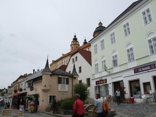 Village de Melk. On voit le monastère au sommet.