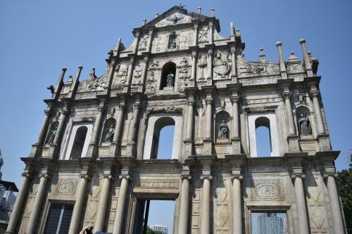 Le devant de l'église St-Paul, qui tient toujours malgré la destruction du reste, par le feu.